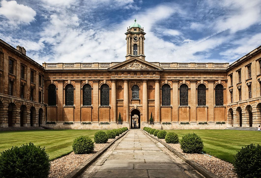 Oxford_university_The_Queen's_College_by_Fenlio